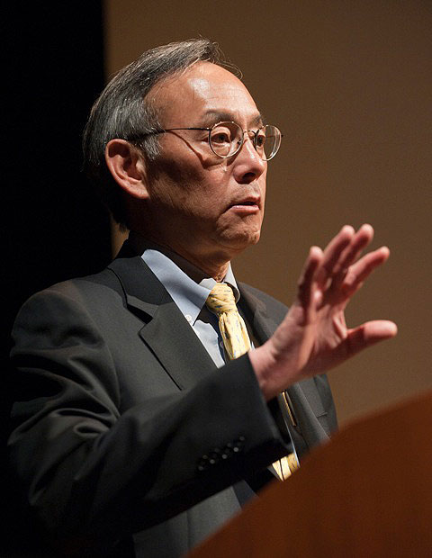 "Energy Secretary Steven Chu spoke of the rich history of Fermilab and the field of high-energy physics in his public lecture at the 44th annual Users' Meeting on Thursday, June 2. In his lecture, titled ""Revving up the great American research and innovation machine,"" Chu said the U.S. must continue to invest in science and technology research and development, especially during tough economic times, to remain competitive as a world leader in the energy revolution. Watch a video of his talk. Photo: Reidar Hahn."