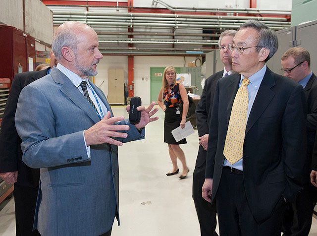 Energy Secretary Steven Chu discusses superconducting radio frequency technology with Fermilab Director Pier Oddone in the SRF Test Facility during his visit to Fermilab on Thursday, June 2. Photo: Reidar Hahn.