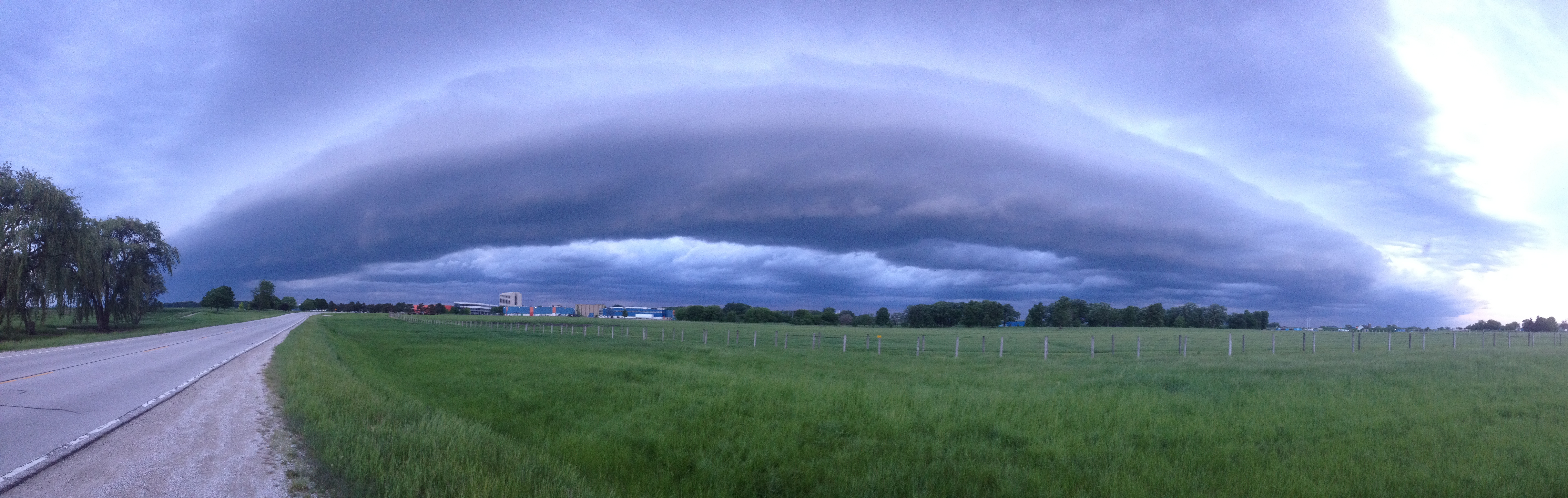 A shelf cloud approaches from the west just before last night's heavy rains. Tim Messer, SCD