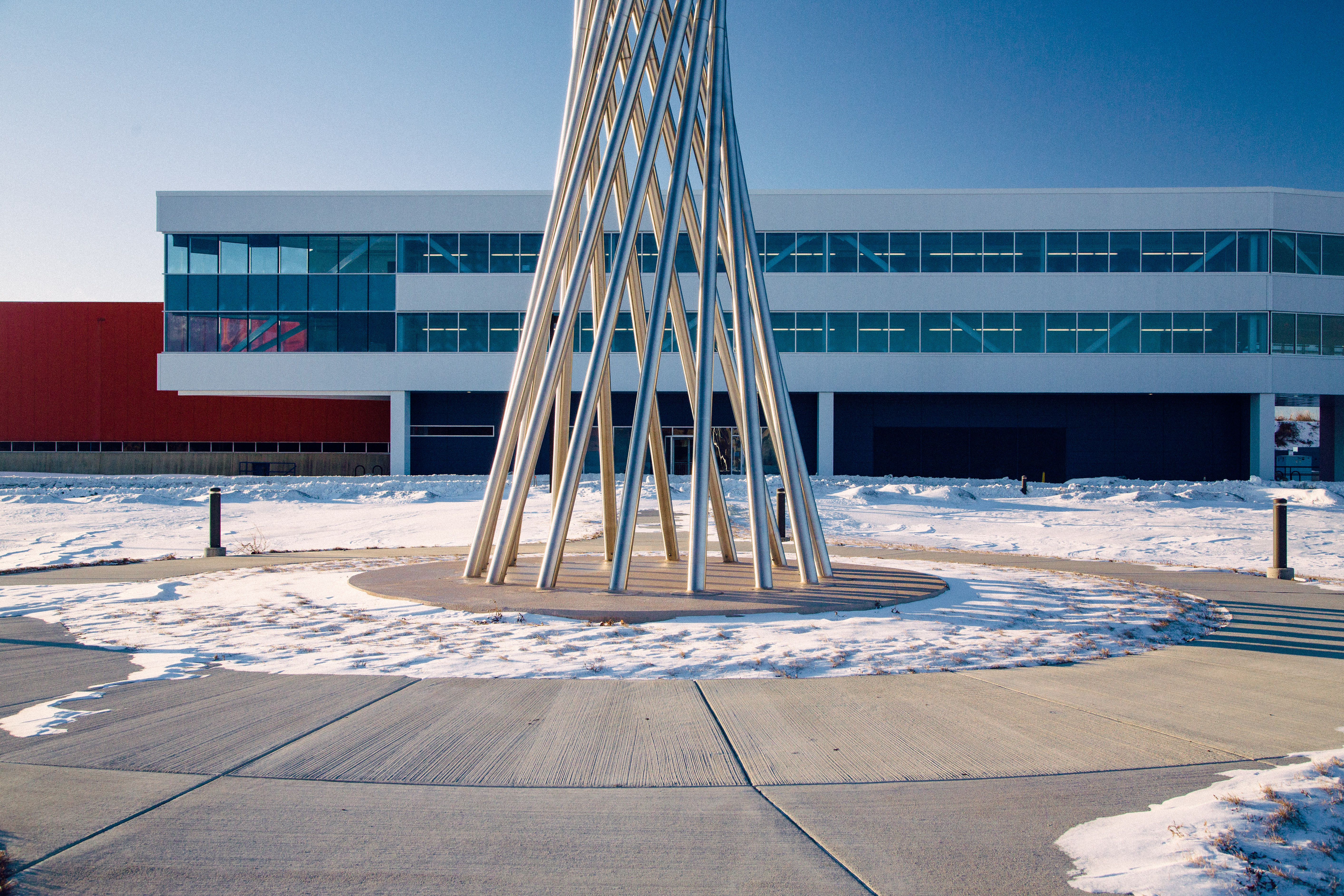 The lines of the IARC Office, Technical and Education Building complement those of the Tractricious sculpture. Photo: Tom Nicol, TD
