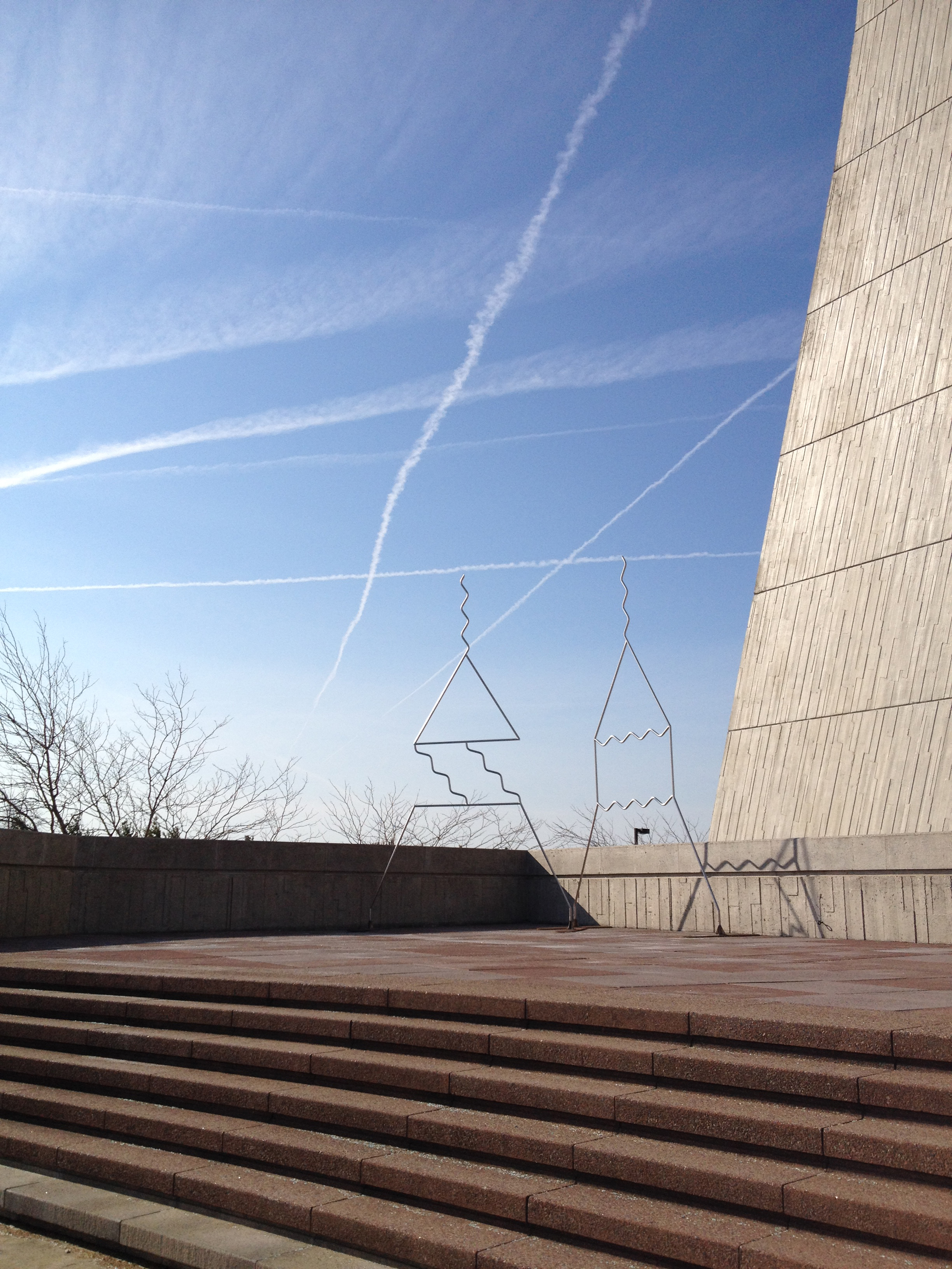 The lines formed by contrails echo those of Edward Tufte's sculptures of Feynman diagrams. Photo: Amanda Solliday