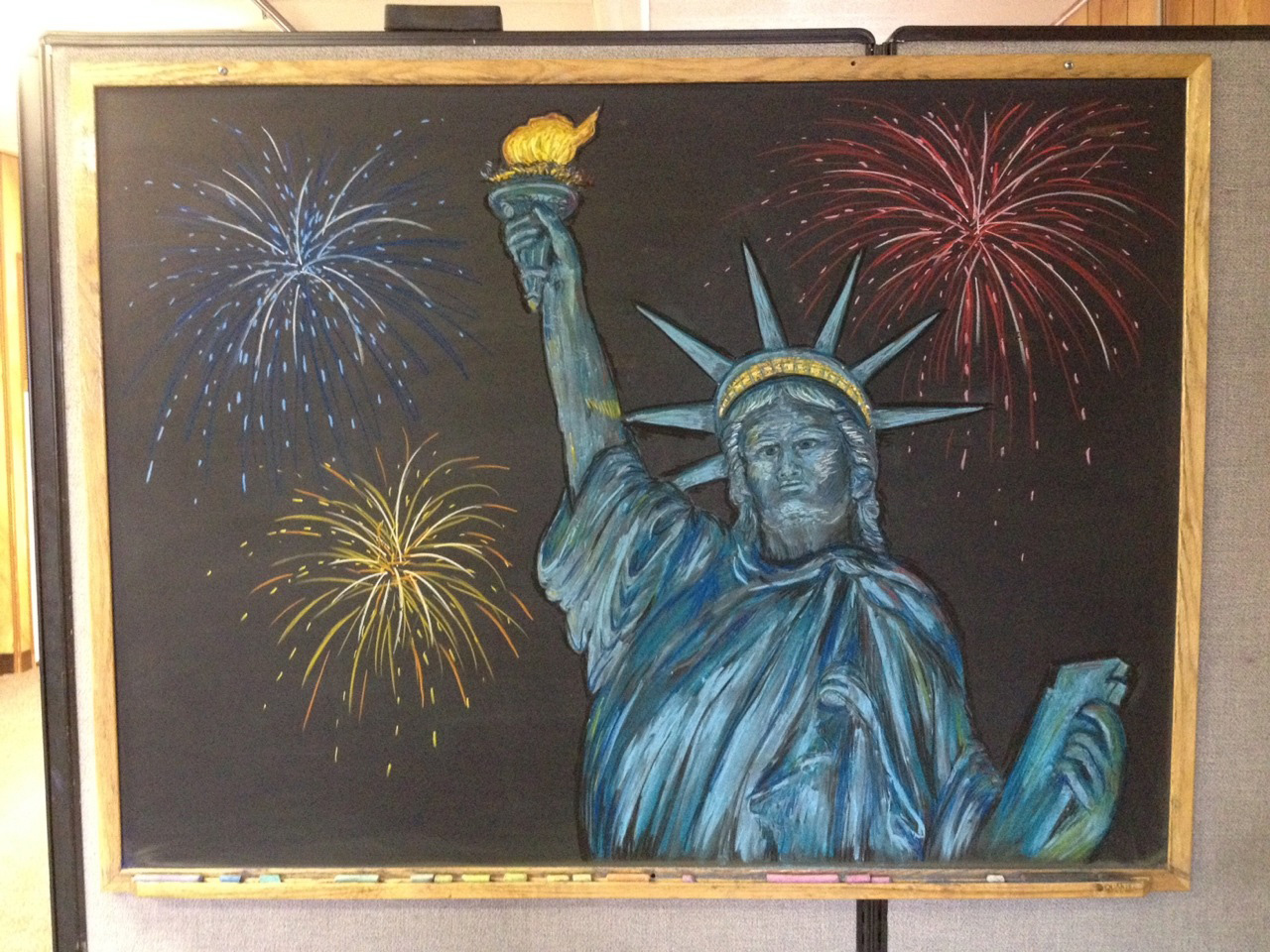 Julie Kurnat's latest chalk drawing reminds us to have a happy 4th of July! Image: Julie Kurnat, TD