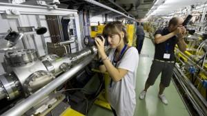 Photographers on a previous Physics Photowalk at Fermilab. Photo: Reidar Hahn
