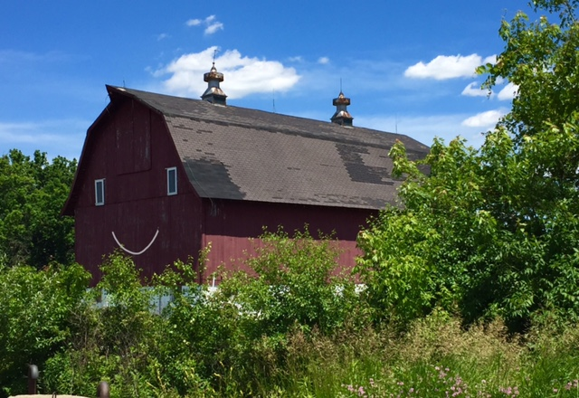 While running around the ring in June, the photographer saw this barn and thought it could use a happy face. Photo: Mary Kennedy