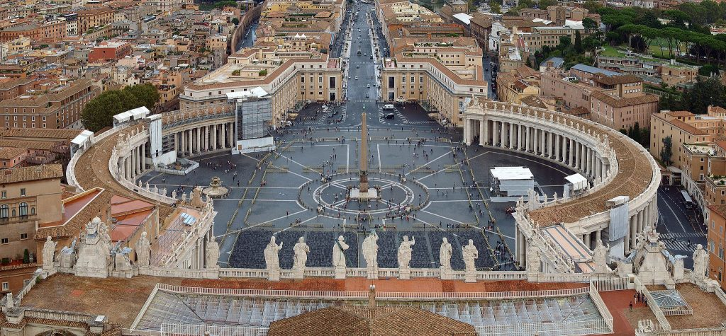 The obelisk in St. Peter Square in Vatican City was erected in 1586. Photo: Staselnik