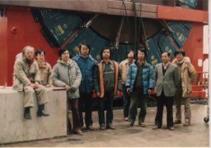 Scientists from the University of Tsukuba and KEK stand in front of the CDF detector in 1984 at Fermilab. From left: Shoji Mikamo, Yoshio Hayashide, Akihiro Yamashita, Hitoshi Miyata, Kiyoshi Yasuoka, Taku Yamanaka, Shinhong Kim, Kuni Kondo, Yoshinobu Takaiwa. Photo courtesy of Shinhong Kim