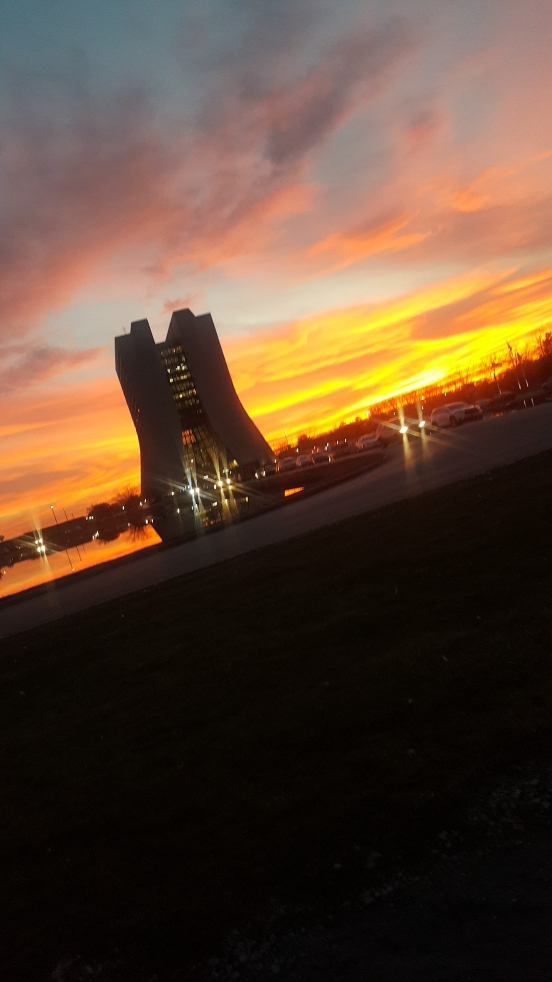 This was the Nov. 27 sunset at Wilson Hall. Photo: Kassandra Galvan, building, sunset, sky, Wilson Hall, landscape
