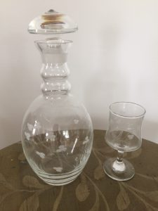 Small decanter with glass, six glasses in set