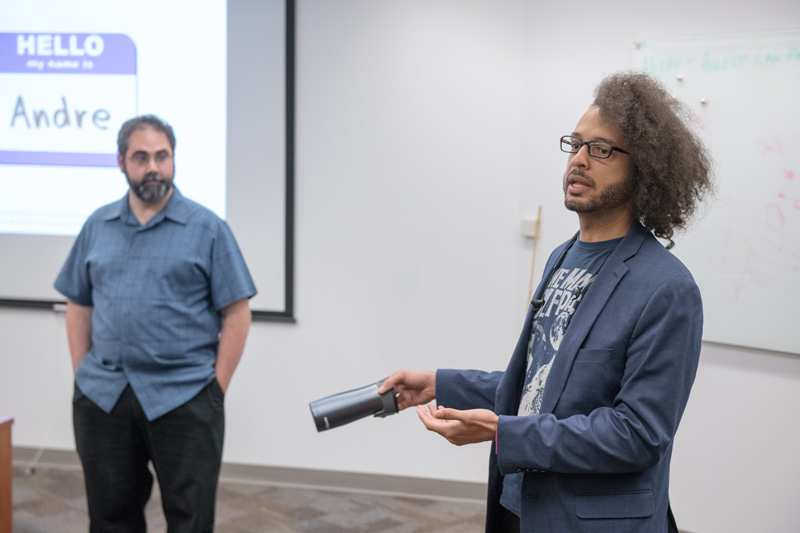 Hello! Andre Salles, left, and Brian Nord lead the science communication training at the 2018 Users Meeting. Photo: Reidar Hahn
