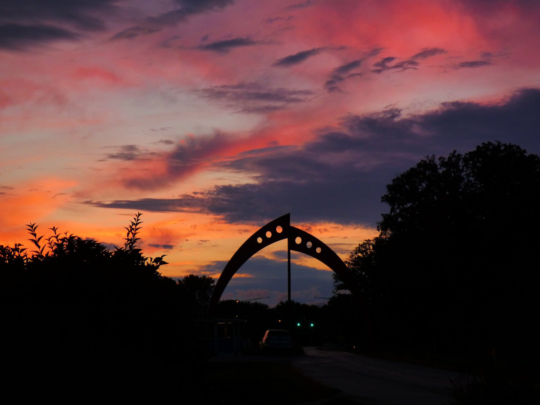 Sun sets over Broken Symmetry on Sept. 25. sky, sunset, sun, sculpture, Broken Symmetry, landscape Photo: Amy Scroggins
