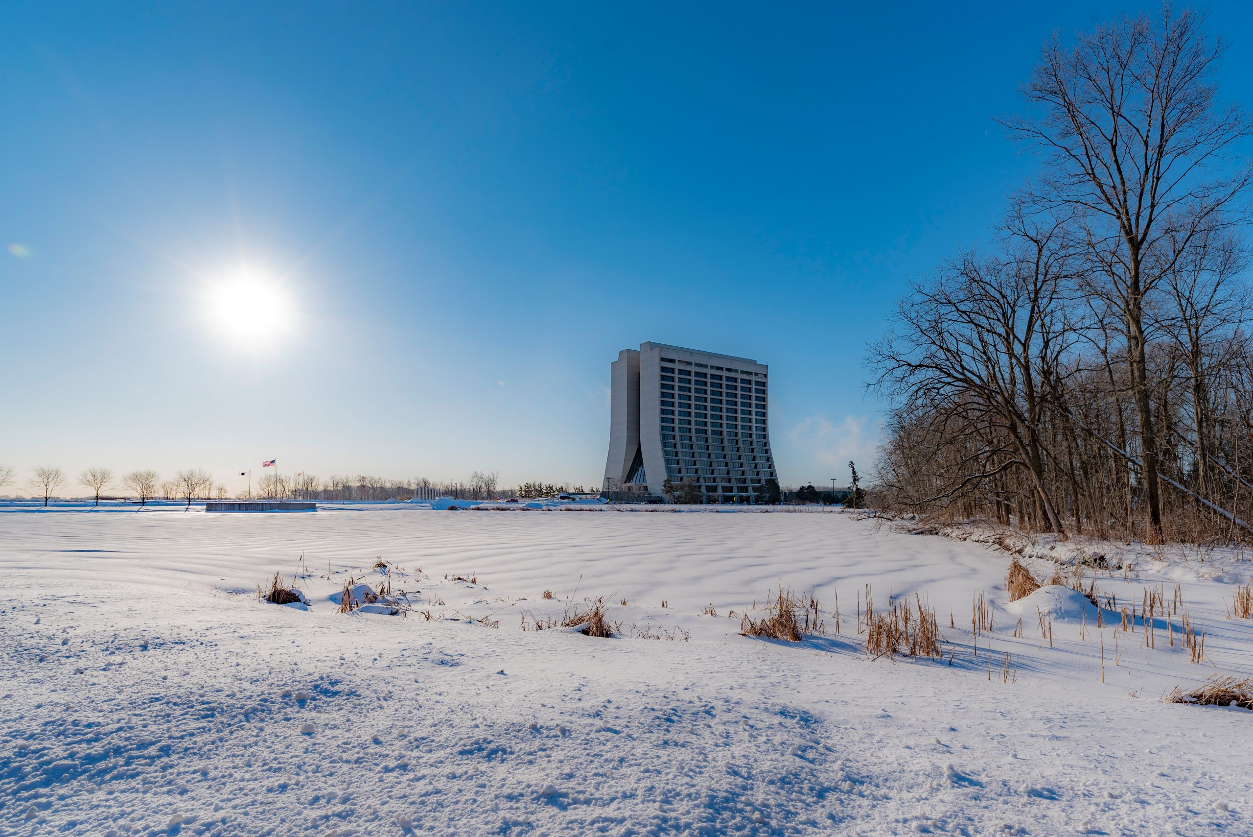 (4/4) ... from any perspective. nature, landscape, winter, snow, building, Wilson Hall, sky, sun, tree, plant, woods Photo: Jan-Frederik Schulte