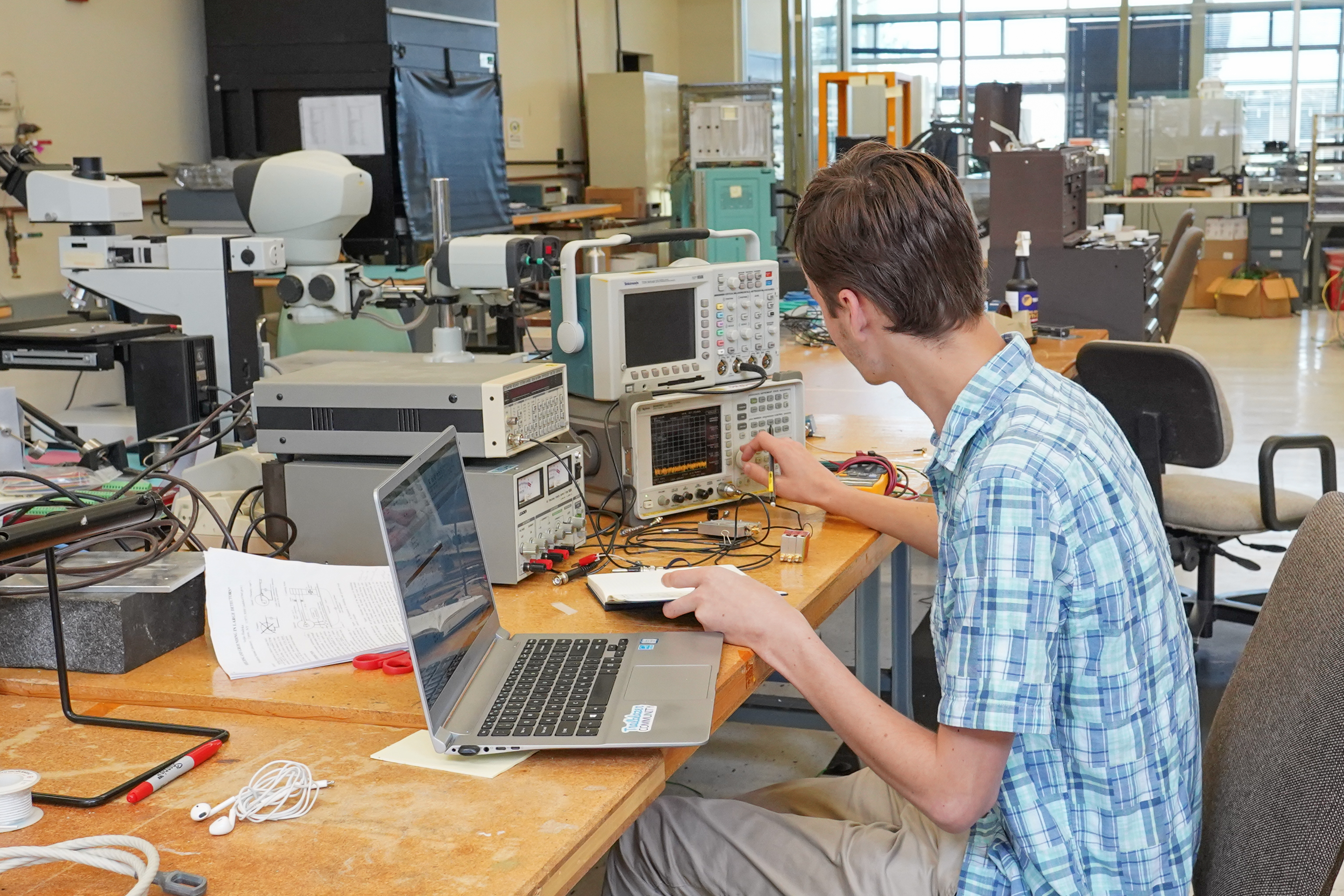 (3/4) Peter Camporeale is a University of Chicago visitor working at Fermilab for CMS. He is analyzing a power spectrum of an amplifier and collecting information about their gain breakdown frequency for later use in his project. people Photo: Leticia Shaddix