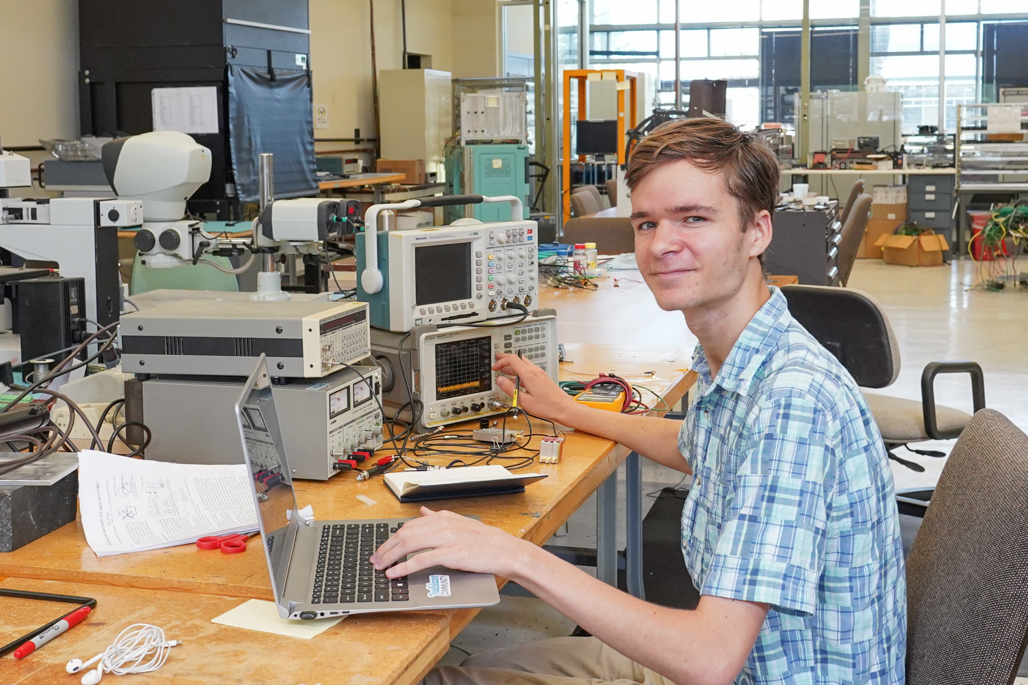 (4/4) His overall project is to look at noise in irradiated silicon detectors by looking at their fourier transforms. The aim is to be able to subtract any coherent noise from the environment or other factors to find determine the true inherent noise. people Photo: Leticia Shaddix
